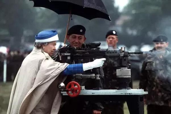Nobles like their guns...
